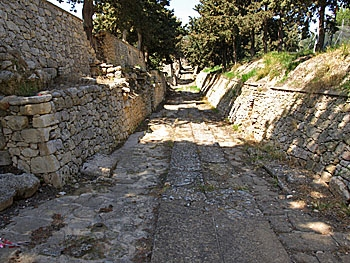 Knossos: The royal road
